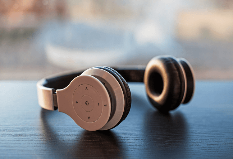 best wireless headphones under 200 in 2021